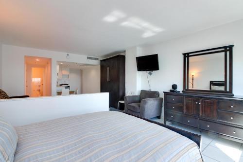 Un ou plusieurs lits dans un hébergement de l'établissement Castle Beach: Serenity Condo