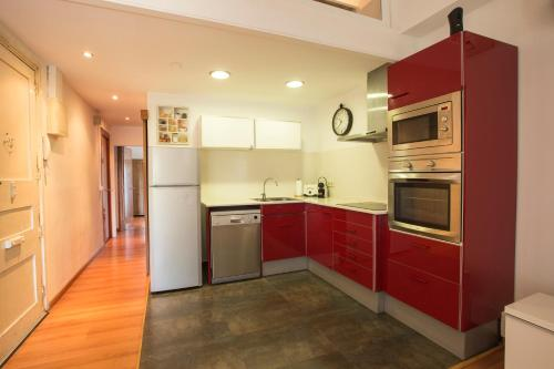 A kitchen or kitchenette at Old Town Apartment in Girona