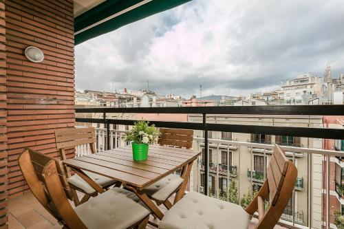 A balcony or terrace at Elegant 3bed with views of Sagrada Familia