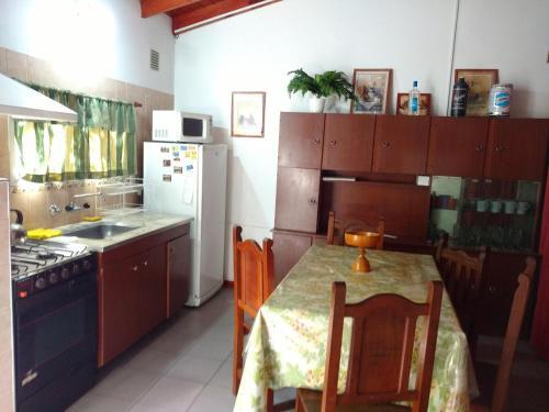 Una cocina o kitchenette en Aparts Altos del Centro