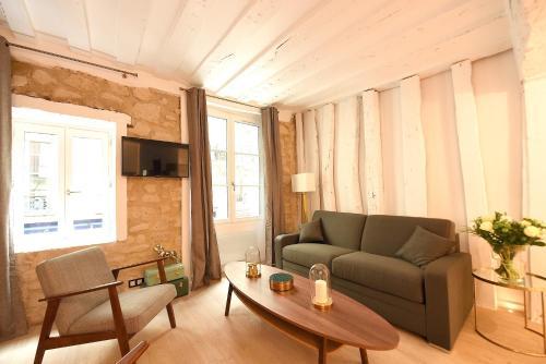 Uma área de estar em Dreamyflat com - St Germain