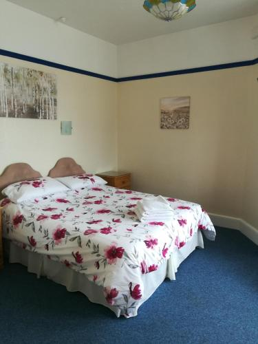 A bed or beds in a room at Cavendish House