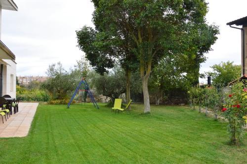 A garden outside Apartamento Turistico Zuri-Ane