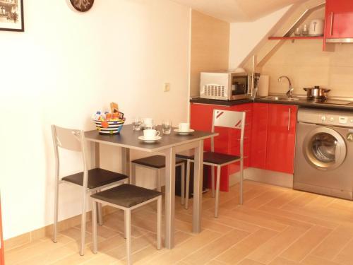 Küche/Küchenzeile in der Unterkunft Apartamentos Paseo del Arte
