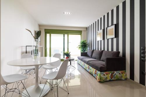 A seating area at Athens Mosaico Suites & Apartments