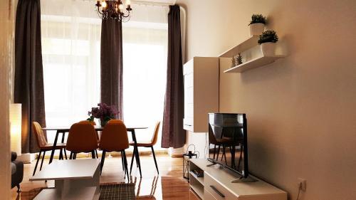 Een TV en/of entertainmentcenter bij Cosy Apartment in Berlin, 3 rooms