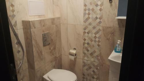 A bathroom at Уютно студио в центъра на Бургас