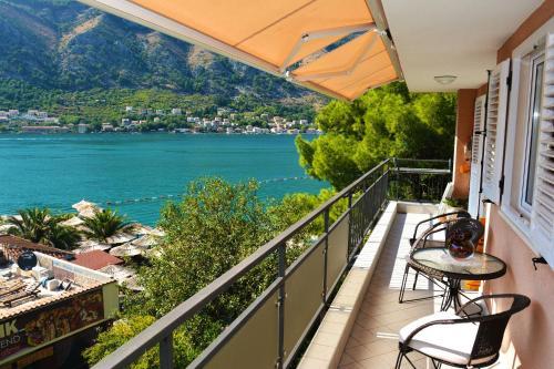 Un balcón o terraza de BMB Apartments Kotor
