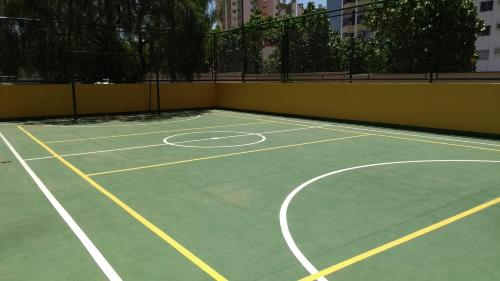 Tennis and/or squash facilities at Suíte no Thermas Place or nearby