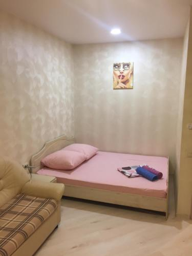 A bed or beds in a room at Апартаменты Пушкино