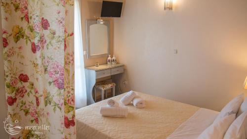 Ένα ή περισσότερα κρεβάτια σε δωμάτιο στο Muses Villas