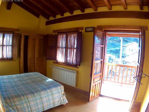 A bed or beds in a room at Apartamentos Casa Celia