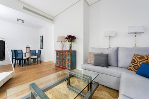 A seating area at Genteel Home Santa Cruz