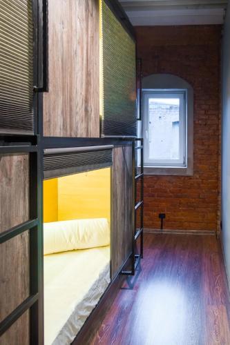 Двухъярусная кровать или двухъярусные кровати в номере Railway capsules