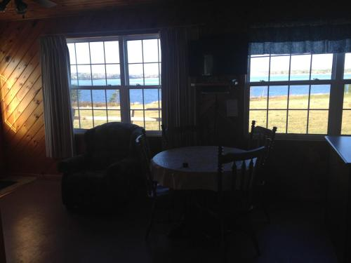 A seating area at Sea'scape Cottages