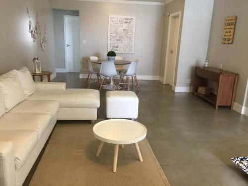 A seating area at Apartamento Vereda Tropical