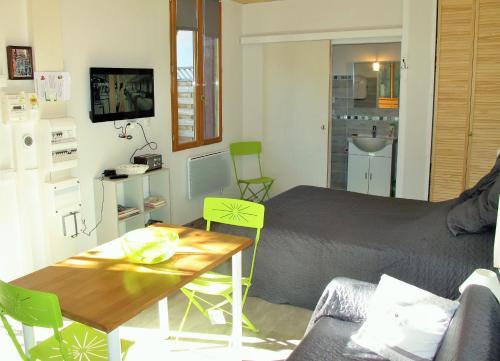 Giường trong phòng chung tại Studio RIGA