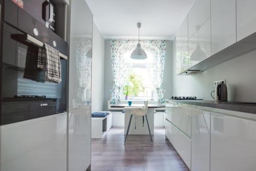 A kitchen or kitchenette at Otwarte Drzwi