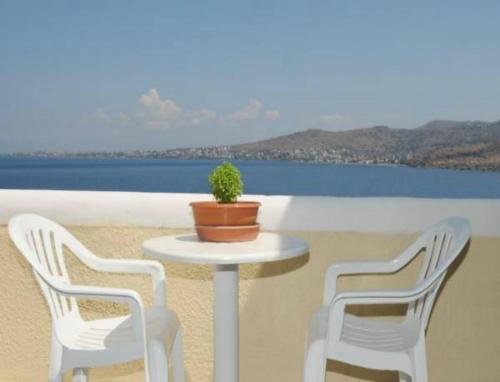 A balcony or terrace at Alvi Studios