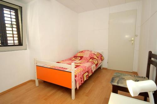 A bed or beds in a room at Apartment Zrnovo 9239a