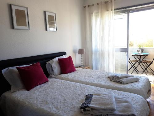 A bed or beds in a room at Apartamento à Cedofeita Center Porto