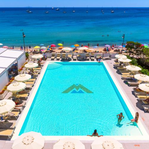 A view of the pool at Hotel Montecristo or nearby