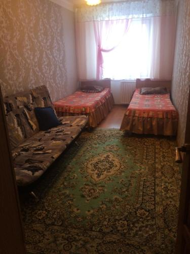 Кровать или кровати в номере Apartment on Bratiev Zhdanovykh