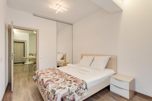 A bed or beds in a room at Modern Moscow Comfortable Apartment