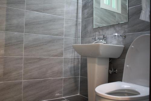 Refresh Pension tesisinde bir banyo