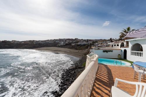 Het zwembad bij of vlak bij Villa Coki Deluxe - First line of the beach