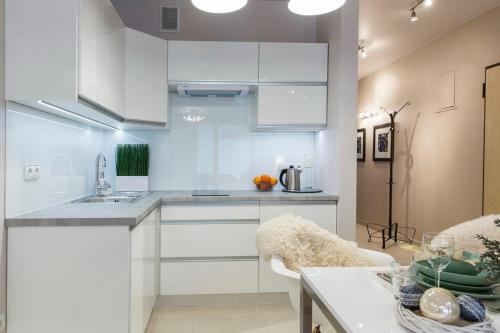 A kitchen or kitchenette at Apartament Charisma