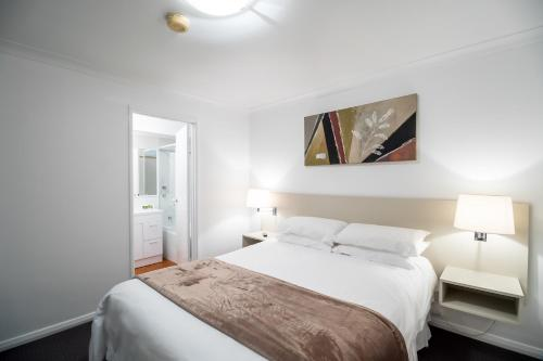 A bed or beds in a room at Hillarys Harbour Resort