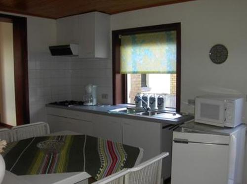 A kitchen or kitchenette at 't Pajottenland