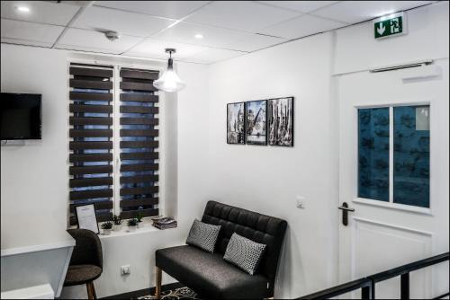 Ein Sitzbereich in der Unterkunft Hotel Résidence Montebello