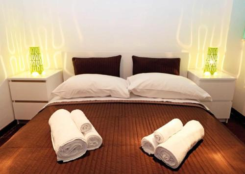 A bed or beds in a room at Rhome Away Trastevere - Manara