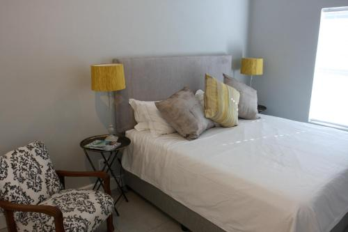 A bed or beds in a room at The Black Oystercatcher