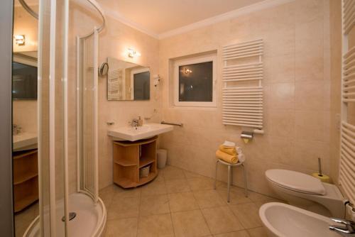 A bathroom at Appartamenti Olympic