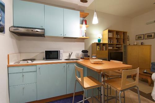 A kitchen or kitchenette at ELEGANT APARTMENT IN SANT'AMBROGIO