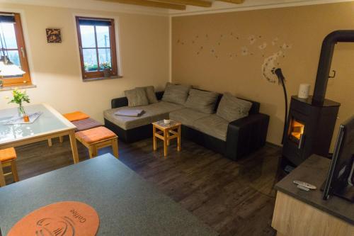 Ein Sitzbereich in der Unterkunft Ferienwohnung Lämpelberg