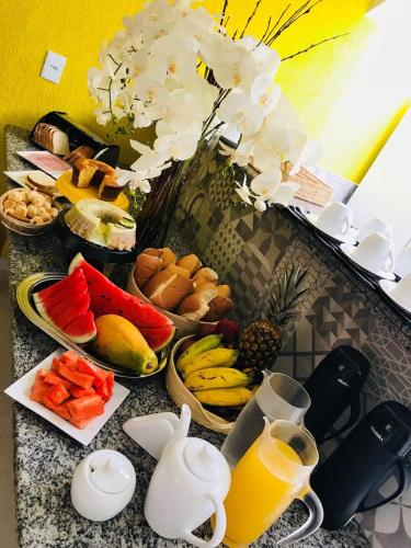 Breakfast options available to guests at HOTEL RECANTO DA PRAÇA