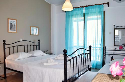 A bed or beds in a room at Ostria's House