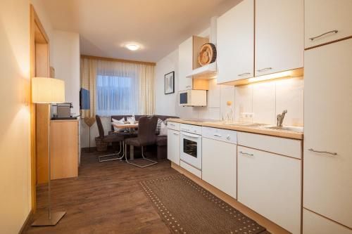 A kitchen or kitchenette at Rainer's Appartements