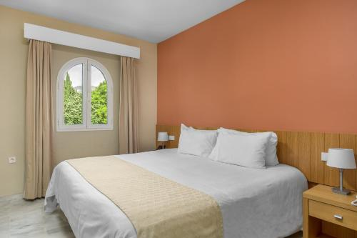 A bed or beds in a room at Royal Oasis Club at Pueblo Quinta By Diamond Resorts