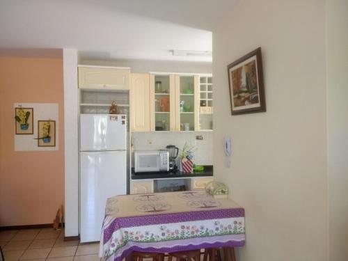 A kitchen or kitchenette at Areias Brancas