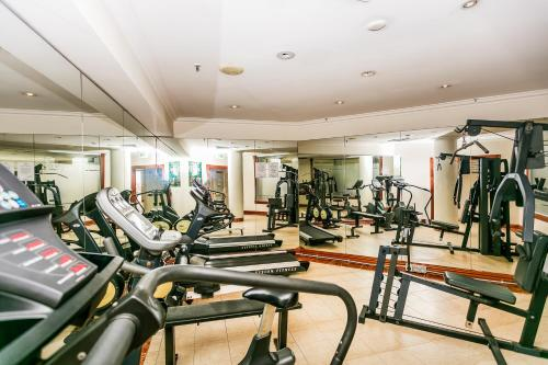 The fitness center and/or fitness facilities at Pelicanstay in Surfers Paradise
