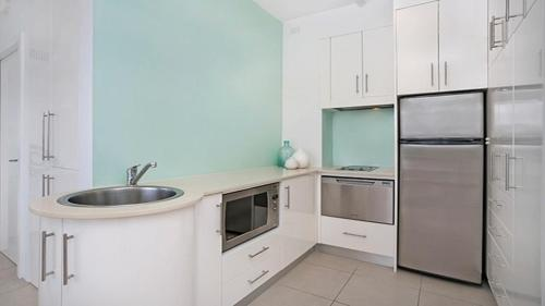A kitchen or kitchenette at Absolute Water Front Sydney Harbour Studio BADEN