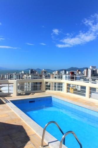 The swimming pool at or near Rio Branco Apart Hotel