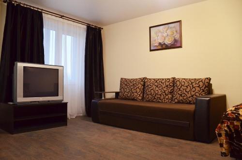 A seating area at Аппартаменты на Алексадра Поля 115