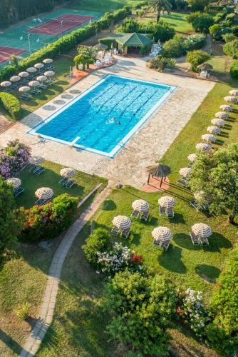 A view of the pool at Hotel Fabricia or nearby