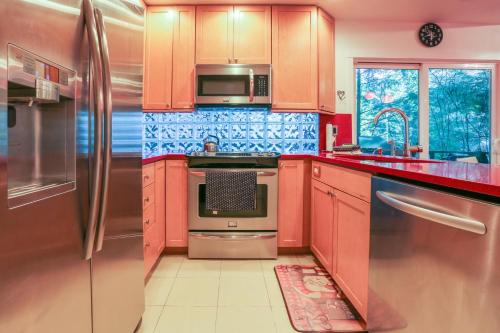 Kuchyňa alebo kuchynka v ubytovaní SnoCap Lodge